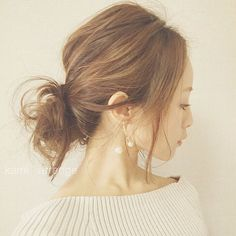 田中亜希子さんはInstagramを利用しています:「おはようございます! どうやら、#オフショルダー が気分です。 #thedayztokyo のニットは開き具合が絶妙❤️ママが着ててもおかしくないオフショルダーを探して見つけました☺︎ お気に入りの#glitteraccessory のピアス❤️ #ヘアアレンジ#hairarrange#ピアス#アクセサリー#hair」