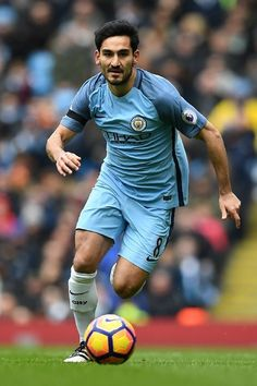 Manchester City's German midfielder Ilkay Gundogan runs with the ball during the English Premier League football match between Manchester City and Chelsea at the Etihad Stadium in Manchester, north west England, on December 3, 2016. / AFP / Paul ELLIS / RESTRICTED TO EDITORIAL USE. No use with unauthorized audio, video, data, fixture lists, club/league logos or 'live' services. Online in-match use limited to 75 images, no video emulation. No use in betting, games or single…