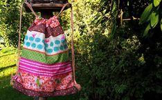 Jak ušít pytel na záda - fotonávod na www.notjustmom.cz Drawstring Backpack, Backpacks, Sewing, Fashion, Scrappy Quilts, Accessories, Bags, Moda, Couture