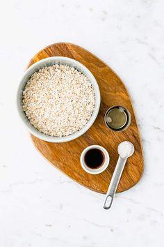 Hafermilch selber machen geht ganz einfach, schnell, und mit nur wenigen Zutaten! Lass mich dir zeigen, wie du dieses Hafermilch Rezept zu Hause machen kannst. #hafermilch #selbermachen #rezepte #ohnekochen #gesund #haferflocken #vegane #milch How To Make Oats, Lactose Free Milk, Healthy Milk, Nut Milk Bag, Milk Alternatives, Plant Based Milk, Gluten Free Oats, Milk Recipes, Few Ingredients