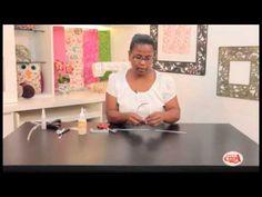 Eliana Donato ensina fazer uma tiara de cabelo. Curta nossa pagina no face: Armarinho celga Canal no Youtube: Espaço de Arte Celga Instagran: Espaço de Arte Celga