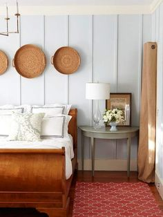 Blank Walls Solutions for Your Home Do you have a collection of baskets? Consider hanging a group of them for a cozy, cottage aesthetic.Do you have a collection of baskets? Consider hanging a group of them for a cozy, cottage aesthetic. Cottage Style Bedrooms, Home Bedroom, Bedroom Decor, Master Bedroom, Design Bedroom, Bedroom Wall, Bungalow Bedroom, Modern Bedroom, Bedroom Ideas