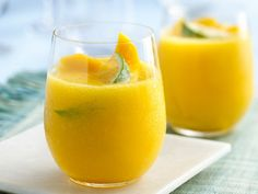Frozen Mango COCOritas // Blend up fruity margaritas made with sweet mango, fresh lime juice and coconut water