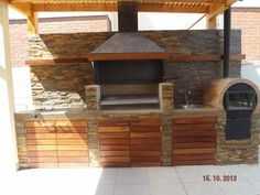 PERGOLAS Y QUINCHOS Barbecue Design, Kitchen Grill, Wood Cladding, Backyard Furniture, Brick Design, Bbq Area, Summer Kitchen, Outdoor Kitchen Design, Outdoor Gardens