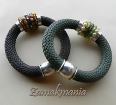 Pulseras de cordón, zamak, perlas de vidrio y cristal de swarovski / Cord and zamak bracelets