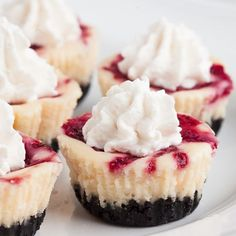25 Mini Cheesecakes That Are the Perfect Combination of Adorable and Delicious These White Chocolate Raspberry Cheesecake Bites are NY style - dense, creamy bites of luscious cheesecake strewn with real raspberry. Great for parties. Mini Cheesecake Recipes, Mini Desserts, Delicious Desserts, Dessert Recipes, Yummy Food, Dessert Ideas, Layer Cheesecake, Mini Cheesecake Bites, Plated Desserts
