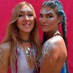 The hottest trend for music festivals right now are these Metallic Face Jewels! Bohemian, festival, beach-perfect gems for your face! These are so easy to apply, just peel and stick on your face or body to complete your look. Festival Gems, Look Festival, Rave Festival, Festival Party, Makeup Carnaval, Carnival Makeup, Face Gems, Face Jewels, Glitter Beards