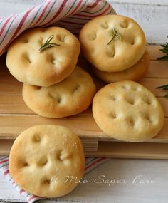 Here you can find a collection of Italian food to date to eat Pizza Recipes, Bread Recipes, Cooking Recipes, Finger Food Appetizers, Finger Foods, Best Italian Recipes, Favorite Recipes, Famous Italian Dishes, Savory Muffins