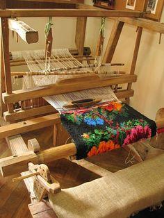 Weaving Textiles, Weaving Art, Loom Weaving, Tapestry Weaving, Romania People, Folk Embroidery, Flower Aesthetic, In Ancient Times, Handicraft