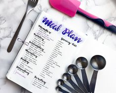 Meal planning in your bullet journal is so effective that it makes no sense to NOT do it. Thankfully, guest poster Alex walks us through her simple routine.