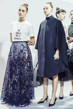 Así es la camiseta de Dior que arrasará en pocos días, Rihanna y Natalia Portman