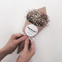 Bouquet Box, Small Bouquet, Dried Flower Bouquet, Dried Flowers, Paper Bouquet, How To Wrap Flowers, How To Preserve Flowers, Flower Packaging, Flower Aesthetic