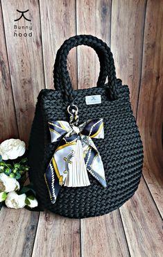 Feel yourself comfortable and fashionable with this exclusive handbag! It's very capacious, because Bag Crochet, Crochet Handbags, Crochet Purses, Cordon Macramé, Silk Bow Ties, Clutch, Leather Tassel, Crochet Accessories, Large Bags