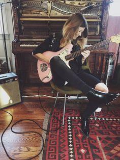 Apprenez à jouer de la guitare comme Rebecca Lovell de Larkin Poe sur MyMusicTeacher.fr