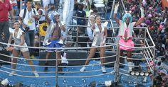 """Beto Jamaica canta """"Bota Cara no Sol"""", aposta do É o Tchan! para o Carnaval deste ano, e defende blocos sem cordas: """"Acho que o caminho é esse, do Carnaval cada vez mais popular e democrático"""", completou"""