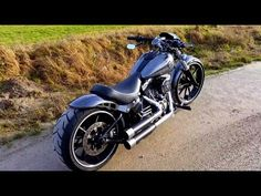 Harley Davidson FXSB Breakout Softail Custom - YouTube