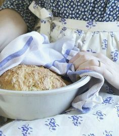 Grandma always wore her apron when cooking and baking. Country Kitchen, Country Living, Blueberry Farm, Farm House Colors, Country Blue, White Cottage, How To Make Bread, Bread Making, Slow Living