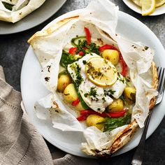 18 Parchment Meals That Make Cooking Fish for Dinner a Breeze 18 parchment meal recipes, like Baked New Potatoes and Cod en Papillote, that make cooking fish for dinner a breeze. Cod Recipes, Potato Recipes, Seafood Recipes, Healthy Dinner Recipes, Meal Recipes, Steamed Fish Recipes Healthy, Cooking Recipes, Deliciously Ella, How To Cook Fish