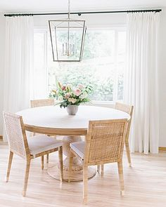 Use one of top 15 modern round dining table design ideas here. It will produce classic and elegant look in the dining room. Round Dining Table Modern, Dining Table Design, Small Dining, Dining Room Table, Rattan Dining Chairs, Dining Rooms, Beach Dining Room, Round Table With Chairs, Small Round Kitchen Table