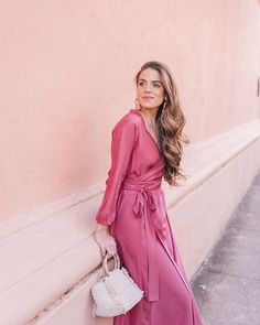 Add it to the list of reasons I love living here- being able to wear dresses in mid January  link in profile to this look and post! #pink #rhoderesort #carolinasantodomingo #springstyle #charleston #dresslover