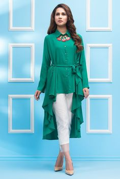 Crepe lawn shirt with flowy cut. Frock Fashion, Indian Fashion Dresses, Indian Designer Outfits, Designer Dresses, Kurta Designs, Kurti Designs Party Wear, Simple Pakistani Dresses, Pakistani Dress Design, Frock Design
