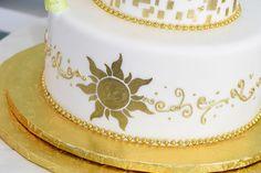 Disney Wedding Cake Wednesday: Tangled in Love - Cake Decorating Dıy Ideen Tangled Birthday, Tangled Wedding, Tangled Party, Tangled Dress, Tinkerbell Party, Princess Birthday, Disney Inspired Food, Disney Inspired Wedding, Disney Weddings