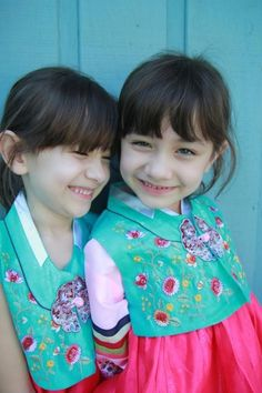 The cutest twins: Naomi & Lisa Little Star, Little Ones, Half Korean, Ulzzang Kids, Cute Twins, Pin Pics, Child Actresses, Baby Kids, Lisa