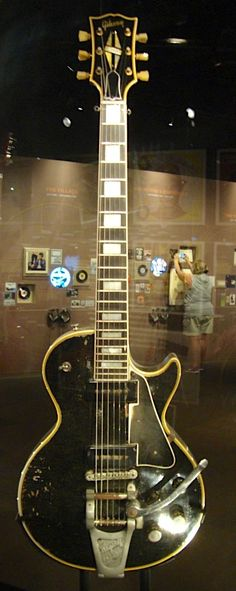 Hendrix's 1955 Gibson LP Custom. At the 60's exhibit at the Victoria & Albert museum. A mutty version of this ape axe.