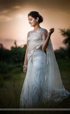 Beautiful Saree, Beautiful Indian Actress, Beautiful Actresses, Indian Photoshoot, Saree Photoshoot, Saree With Belt, Saree Belt, Organza Saree, Silk Organza