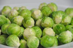 Oma's gesmoorde spruitjes. http://www.kokendeoma.nl/omas-gesmoorde-spruitjes/