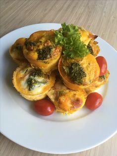 Omelettmuffins med ost og skinke