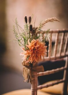 autumnal wedding deco wedding aesthetic Romantic autumnal wedding with fairy lights Wedding Chair Decorations, Wedding Chairs, Fall Wedding Flowers, Fall Flowers, Orange Flowers, Nalu, Rustic Wedding, Wedding Set, Wedding Ideas