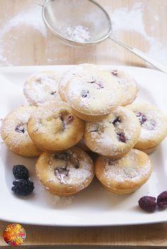 My Culinary Art: Muffinki z budyniem, malinami i jeżynami