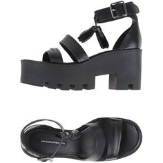 Windsor Smith Sandals (390 BRL) ❤ liked on Polyvore featuring shoes, sandals, black, leather buckle sandals, buckle shoes, black sandals, black buckle shoes and round cap
