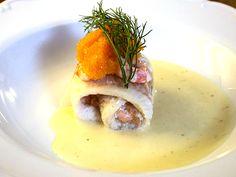 Husets vita fisk med rökt lax, räkor, chablissås och dillpotatis