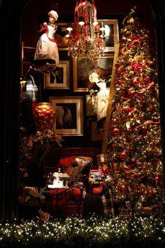 Ralph Lauren Holiday Windows, 2010.....so pretty!