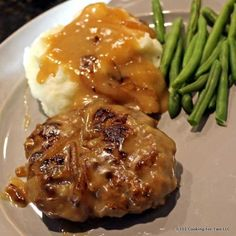 Old Fashion Salisbury Steak with onion gravy will bring back great memories. A classic recipe that your grandmother would have made. Healthy Meat Recipes, Lunch Recipes, Cooking Recipes, Dinner Recipes, Delicious Recipes, Healthy Food, Savoury Recipes, Party Recipes, Dinner Ideas