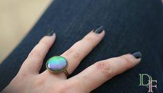 Bague verte avec reflets arc en ciel, vernis  holographique. Green polish ring with holographic rainbow reflexion. http://divine-et-feminine.com/fr/bagues/80-bague-vernis-holographique.html