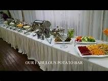 10 delicious food stations for your wedding - Articles - Easy Weddings Mashed Potato Bar, Mashed Potatoes, Easy Weddings, Food Stations, Delicious Food, Table Settings, Articles, Wedding Ideas, Whipped Potatoes