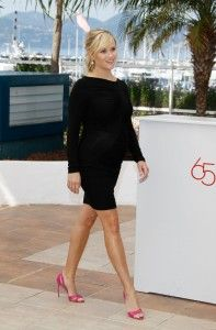 Check out Reese Witherspoon's HOT Maternity Style!