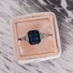 Deep navy sapphire & diamond vintage Art Deco ring ♥ Sapphire Jewelry, Sapphire Earrings, Sapphire Diamond, Cartier Jewelry, Pearl Diamond, Silver Earrings, Vintage Art Deco Rings, Vintage Jewelry, Art Deco Schmuck