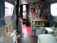 Tiny but organised boat home Rv Living, Small Living, Home And Living, Mini Loft, Barge Interior, Best Interior, Interior Ideas, Canal Boat Interior, Canal Barge