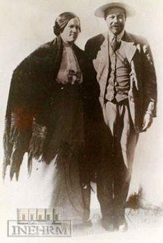 Efemérides INEHRM.- 5 de junio de 1878. Nacimiento de Francisco Villa. Revolucionario. Doroteo Arango Arámbula fue el nombre verdadero de Francisco Villa, quien nació en el rancho La Coyotada, municipio de San Juan del Río, Durango. Desde niño se dedicó a labores agrícolas, poco después al comercio. Quedó huérfano y junto con sus dos hermanos se ocupó como mediero en la hacienda de Gogojito, de la familia López Negrete