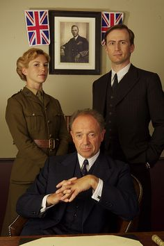 Honeysuckle Weeks as Samantha Stewart, Detective Chief Superintendent Christopher Foyle, and Anthony Howell as Detective Sergeant Paul Milner, in 'Foyle's War' Detective Series, Mystery Series, Police Detective, Masterpiece Mystery, Tv Detectives, Bbc Drama, Bbc Tv, Great Tv Shows, Television Program