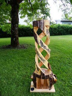 Diese Stehlampe aus Nussholz ist ein echtes Highlight.  Die Rinde wurde erhalten und aufgearbeitet.  Aus einem Stück Baumstamm geschnitzt und verziert.  Wir bieten eine hohe Verarbeitungsqualität.  Die Farben können Aufgrund der verschiedenen Bildschirme und Auflösungen leicht abweichen Firewood, Vikings, Texture, Crafts, Patio, Screens, Floor Lamp Base, Wood Carvings, Manualidades