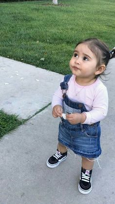 Ha deda hamna 3 vage to amdavad pachi jasu. Cute Little Baby, Baby Kind, Cute Baby Girl, Cute Kids Fashion, Baby Girl Fashion, Cute Mixed Babies, Cute Babies, Ace Family Wallpaper, Catherine Paiz