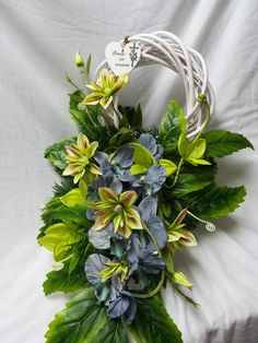 Vence, Diy And Crafts, Paper Crafts, Funeral Flowers, Topiary, Ikebana, Floral Arrangements, Succulents, Wreaths