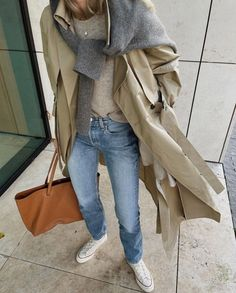 How to wear a sweater tied like a scarf. See all the stylish ways to wear this trendy layering combination you'll be seeing this winter! #winteroutift #autumnoutfit #falloutfit #chicwinteroutfit #swaterasascarf #sweaterwornasscarf #sweaterovercoat #sweaterovershirt #sweaterasscarfoutfit #sweaterasscarfstreetstyle #sweaterscarf #sweaterscarfhowtowear Chic Outfits, Fashion Outfits, Womens Fashion, Jean Outfits, Cardigan Blazer, Sous Pull, Denim Outfit, Mode Inspiration, The Fresh