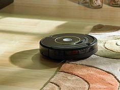 Difícil de acreditar, mas esse robôzinho aí promete limpar diferentes tipos de piso. http://exame.abril.com.br/tecnologia/noticias/robo-que-deixara-sua-casa-limpinha-chega-ao-brasil