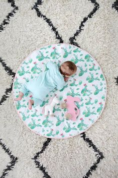 Round Quilted Play Mat DIY - Make with vintage fabric for a truly unique baby gift! baby Round Quilted Play Mat DIY - A Beautiful Mess Baby Toys, Baby Play, Diy Tumblr, Diary Diy, Baby Sewing Projects, Unique Baby Gifts, Baby Crafts, Learn To Sew, Baby Quilts